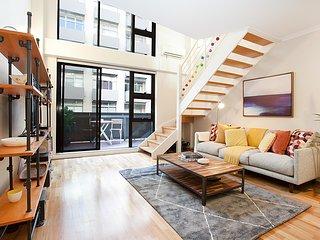 Stylish Loft Steps From City In Best Neighbourhood