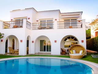 An Amazing 2 bedrrom villa overlloking the Red Sea wirh its private pool