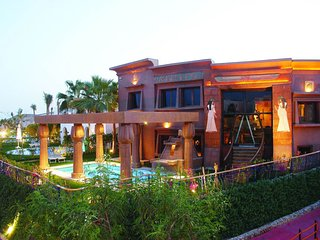A amazing 5 bedroom villa right on the Red Sea offering a great experience