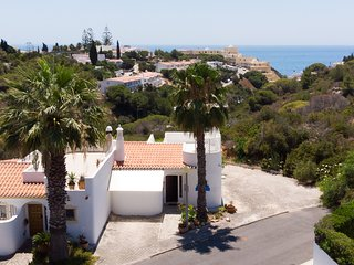 2 Bed House With Sea View Walking Distance To Golf Course & 1km From The Beach.