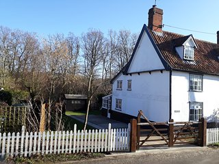 Woodside is a Grade II Listed end cottage in a unique part of Suffolk