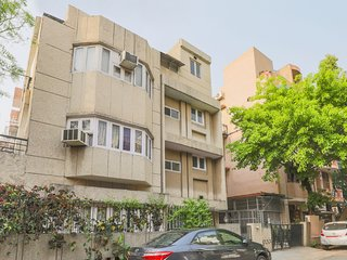Centrally located 3 BHK for 9, ideal for families /72321