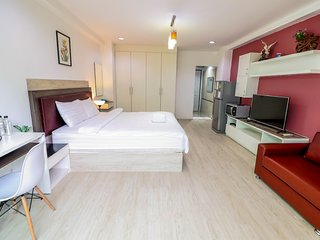 A spacious studio in CBD near Lumphini MRT  - 4