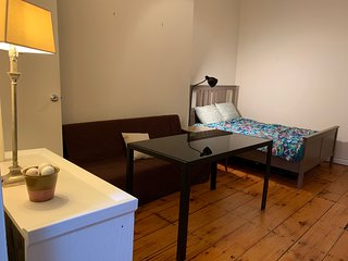 2BR w/ private entrance 3 min to Atlantic Barclays