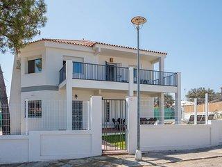 la casa dispone de 250 metros construidos en dos plantas.