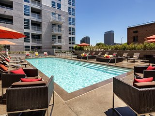 1359- Downtown Convention Center open floor plan suite with pool!