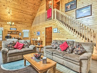 NEW! Family Cabin w/Pvt Hot Tub 4 Mi to Dollywood!
