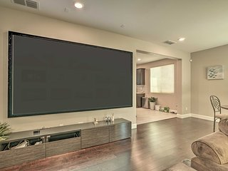 High-Tech Hayward Townhome Just West of I-880