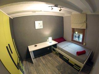 Habitación individual con mesa de trabajo
