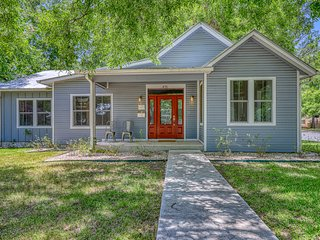 Dog-friendly home in the heart of Fredericksburg, near all the must-see sights