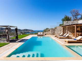 Villa Paris, infinite coastal views!