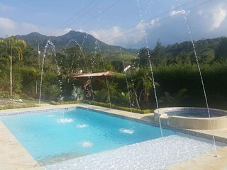 Finca with pool, jacuzzi, gardens and 4 spacious rooms