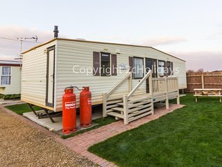 6 berth caravan by the beach in Hunstanton in Norfolk, pets welcome ref 13009