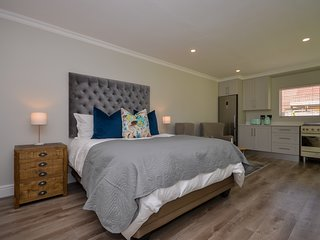 31 Rugby Drive Cottage - Hear the ocean