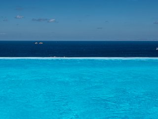AQUA retreat,Parikia Paros,near Parasporos beach,private pool,stunning seaviews