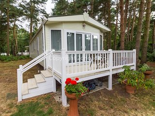 8 berth caravan for hire on the Wild Duck holiday park in Norfolk. ref 11269