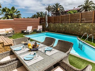 Paradise Beach House: private pool, 100m from the beach
