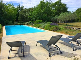 LS2-347 LAVANDO - Beautiful farmhouse in Lacoste with private pool, 9 sleeps