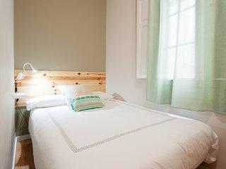 Triana Bella Suites - Laurel. Habitación doble con ventana+baño+TV+WIFI