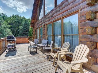 Dog-friendly cabin w/hot tub & grill-near downtown Blue Ridge