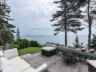 Oceanfront home on iconic rocky coast w/ amazing view, 4 acres & deck/patio!