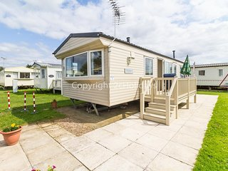 4 berth caravan for hire with decking by the beach in Heacham, Norfolk ref 21008