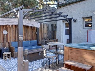 Art District Home w/Private Yard, Hot Tub & Sauna!