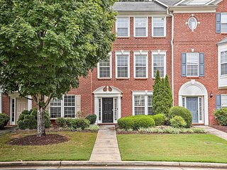 NEW! Townhome ~1 Mi to Kennesaw State University!