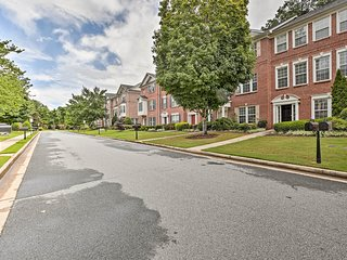 Townhome ~1 Mi to Kennesaw State University!