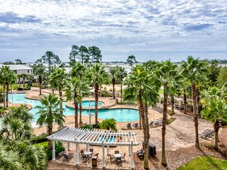 Gorgeous resort condo w/ balcony & shared hot tub/pool - near beaches/golf!