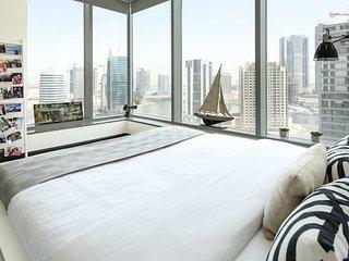 Cozy & Contemporary 2BR In Burj Views