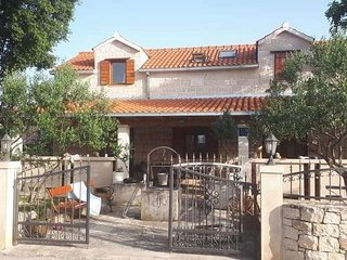 Four bedroom house Skrip (Brac) (K-17350)