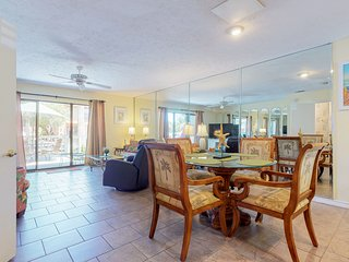 Canal-front home w/ golf cart & shared pools- 2 dogs OK