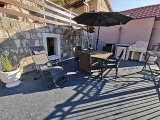 Explore old town and all the beauties in Omis staying at Apartment Olmissum