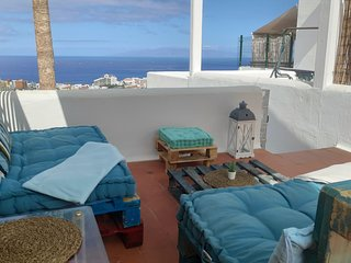 1 BDR APT WITH SEA VIEW & PRIVATE TERRACE