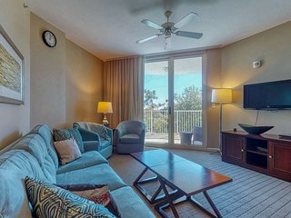 Gorgeous coastal condo w/ balcony & resort pools - close to beach!