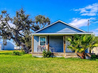 NEW LISTING! Cozy home w/ front porch & shared barn - walk downtown, 2 dogs OK!