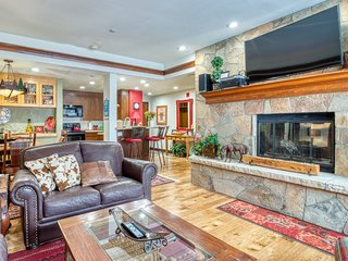 NEW LISTING! Ski-in/out condo w/ shared indoor/outdoor pools & hot tubs