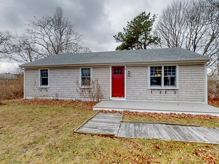 Cute & cozy cottage w/ a patio & gas grill in the heart of Martha's Vineyard!