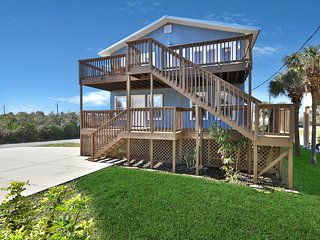 Spacious, family-friendly beach home w/ ocean views- walk to beach!