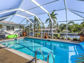 Canal front home w/ private pool, hot tub, dock & kayaks/paddleboards! -1 dog OK