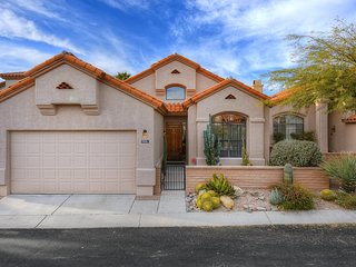 Gated Tucson Foothill home w/ shared pool, hot tub, & patio