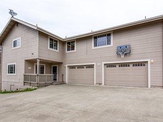 Lake Naci home w/ furnished porch, shared pool, mini golf & boat parking!
