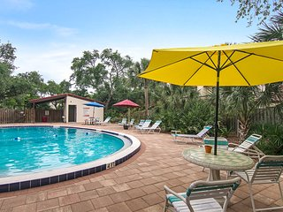 Dog-friendly villa just steps from the beach w/ shared pools & sports courts