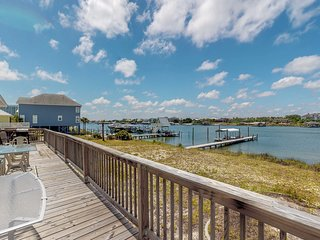 Amazing  views and fantastic location, pet friendly home with private dock