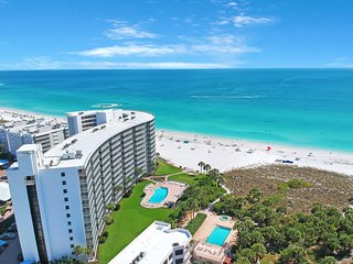 Spacious luxury condo w/ Gulf views and shared pool - just steps to the beach!