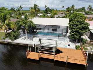 Enjoy Your Own Private Waterfront Home in Matlacha Isles! Heated Pool, Gulf Acce