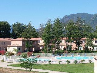 Villa avec Cuisine Equipée et Accès Piscine Près des Montagnes