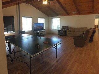 Spacious Home Near Yosemite! Ping Pong, Basketball, NFL SUNDAY TICKET