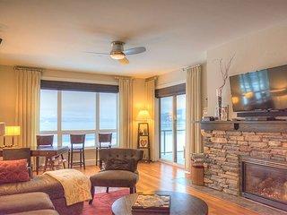 Seasons at Sandpoint - Modern Lakefront Condo on Top Floor - Best Views